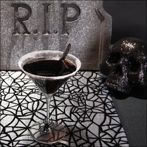 halloween cocktail - black widow martini
