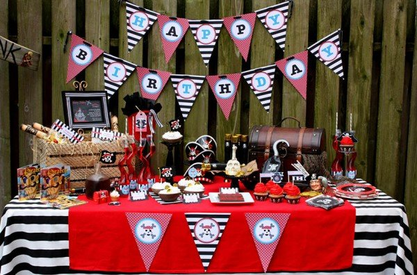 pirate birthday for boy party table