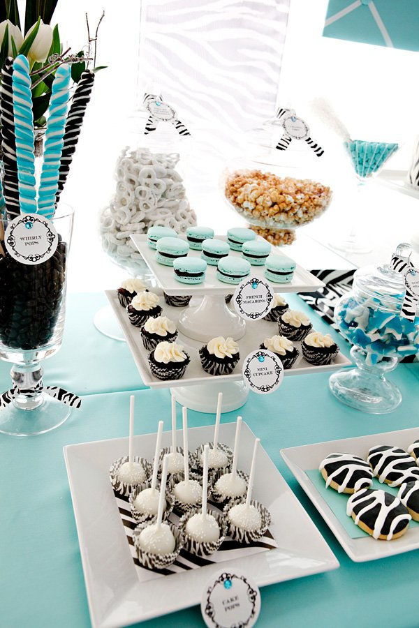 zebra dessert table