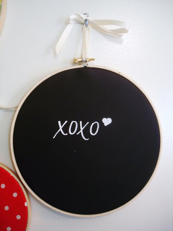 DIY Chalkboard Embroidery Hoop Signs