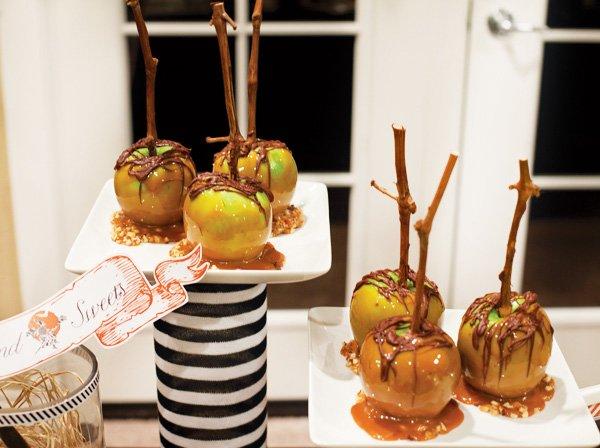 DIY Halloween Caramel Apples
