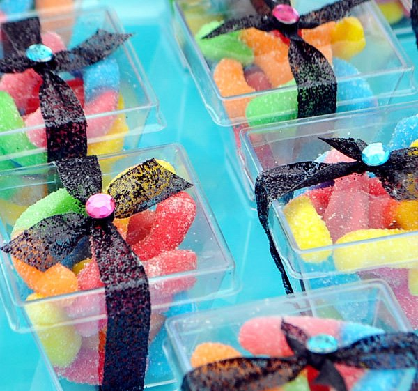 glitzy bookworm party favors - gummy worms