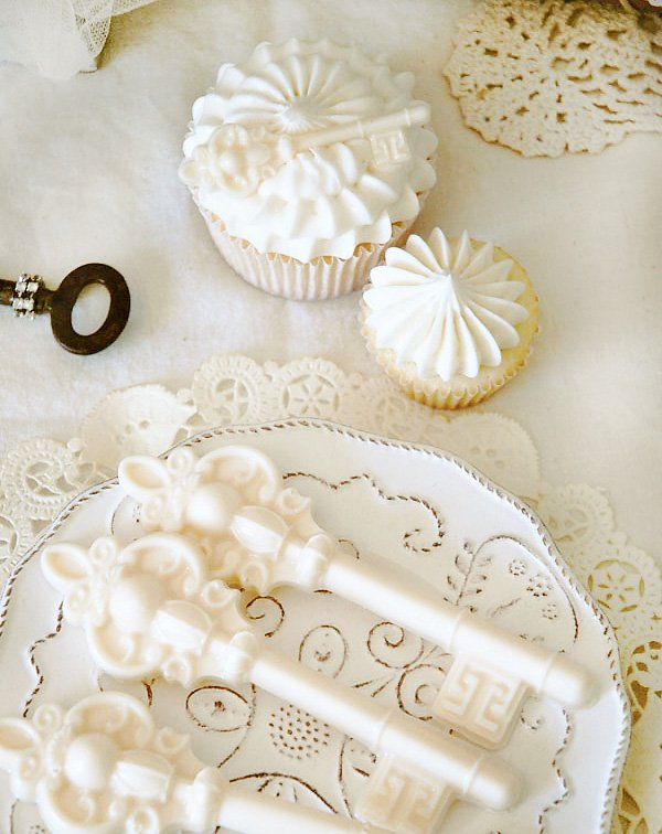 white chocolate skeleton keys and skeleton key cupcake toppers