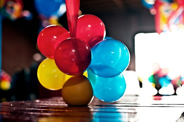 coles party train balloon table decorations