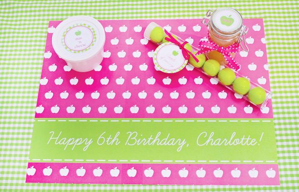 Charlottes Apple of My Eye Party Place Mat and Setting