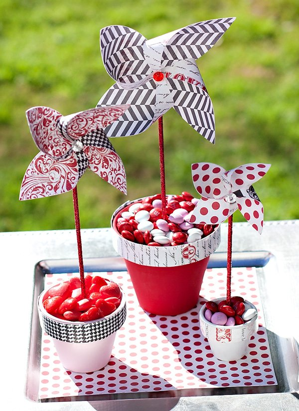 3D Paper Pinwheel Party Centerpiece