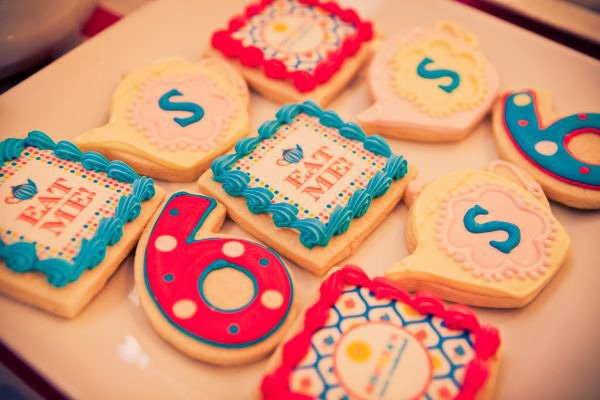 alice in wonderland birthday party 6 cookies in pink and blue