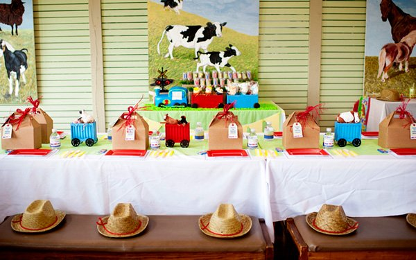 choo choo animal farm party table settings