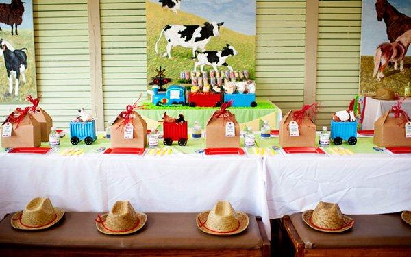 choo choo animal farm party table settings
