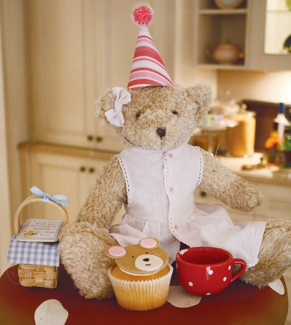 teddy bear picnic birthday party with decorations