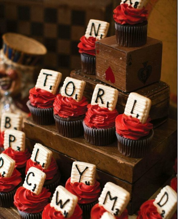 celebraTORI - game night cupcakes