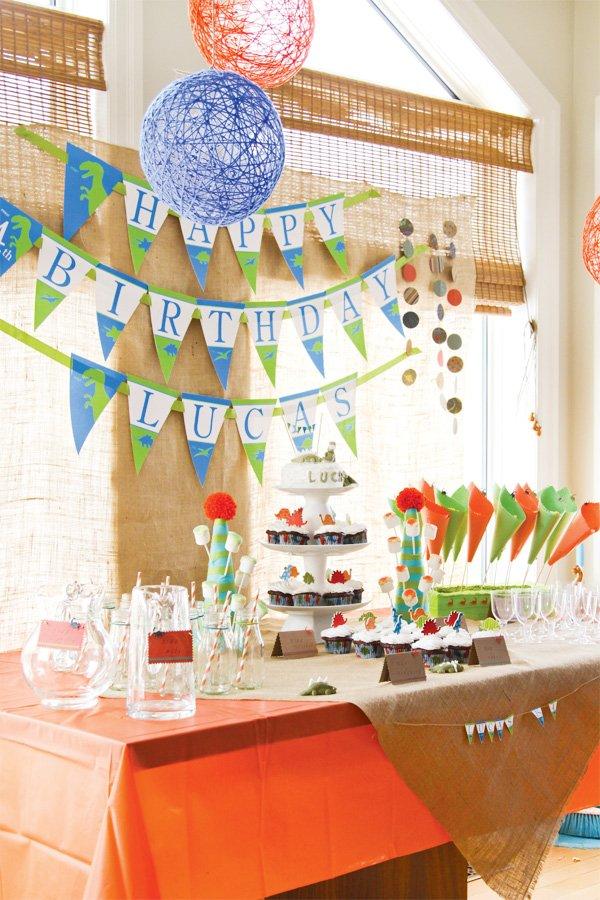 dinosaur party dessert table