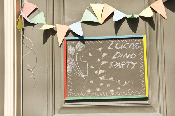dinosaur party welcome sign and flag bunting