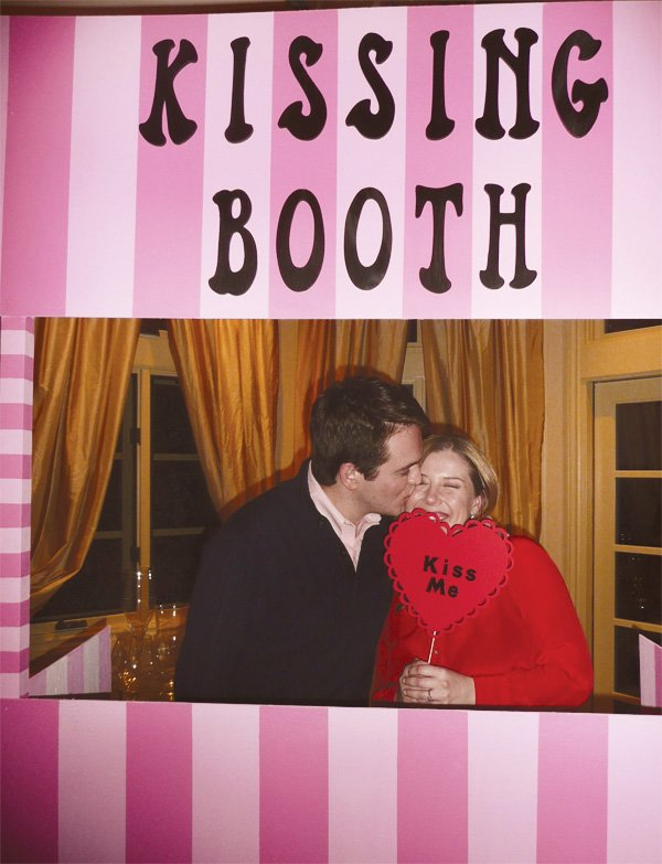 kiss me photo booth