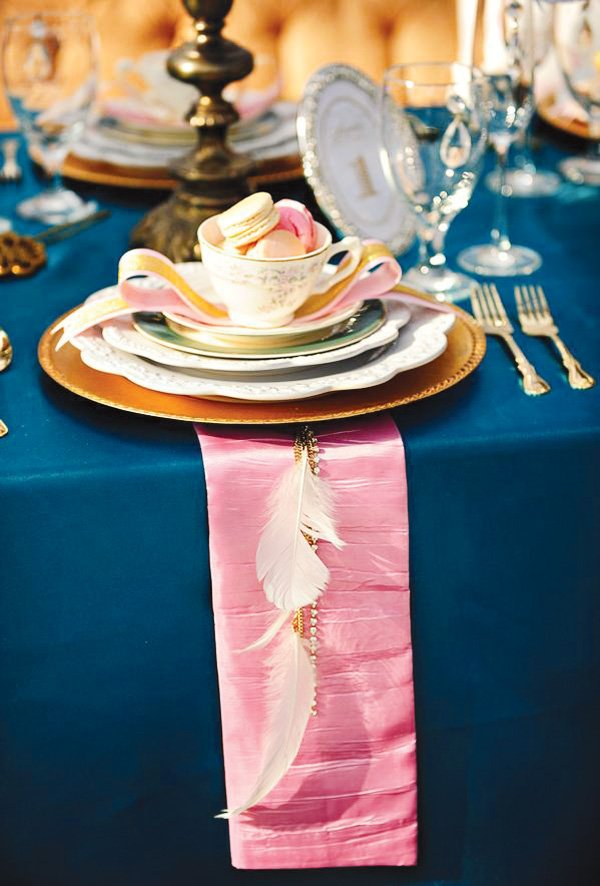 alice in wonderland and marie antoinette tablescape with a touch of hippie by adding feathers to pink napkins