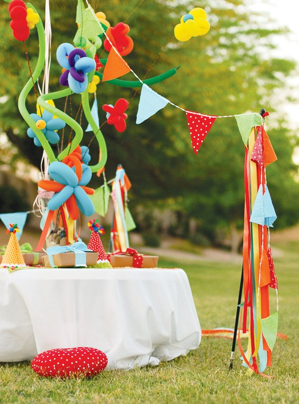 balloon themed party ideas for the kids table