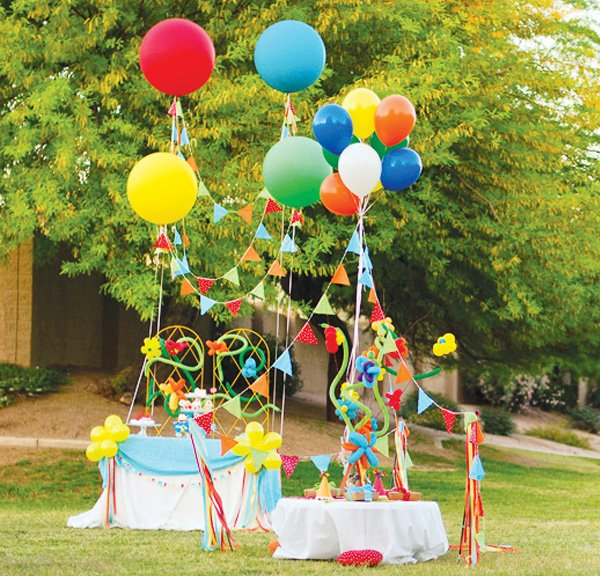 balloon themed party decorations