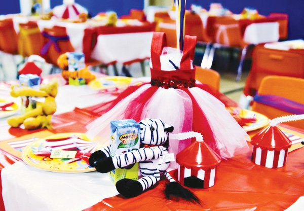 circus party ideas dress table centerpiece