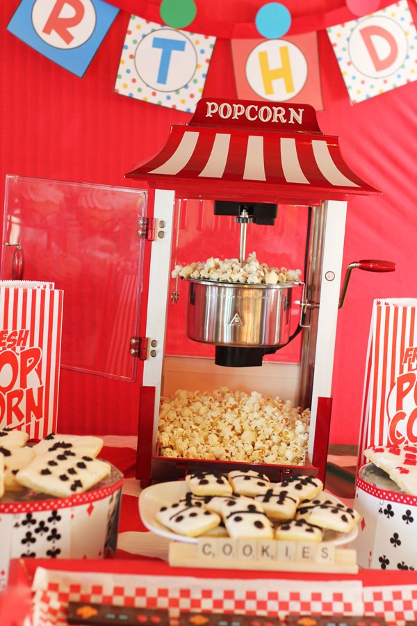 game night party ideas popcorn centerpiece