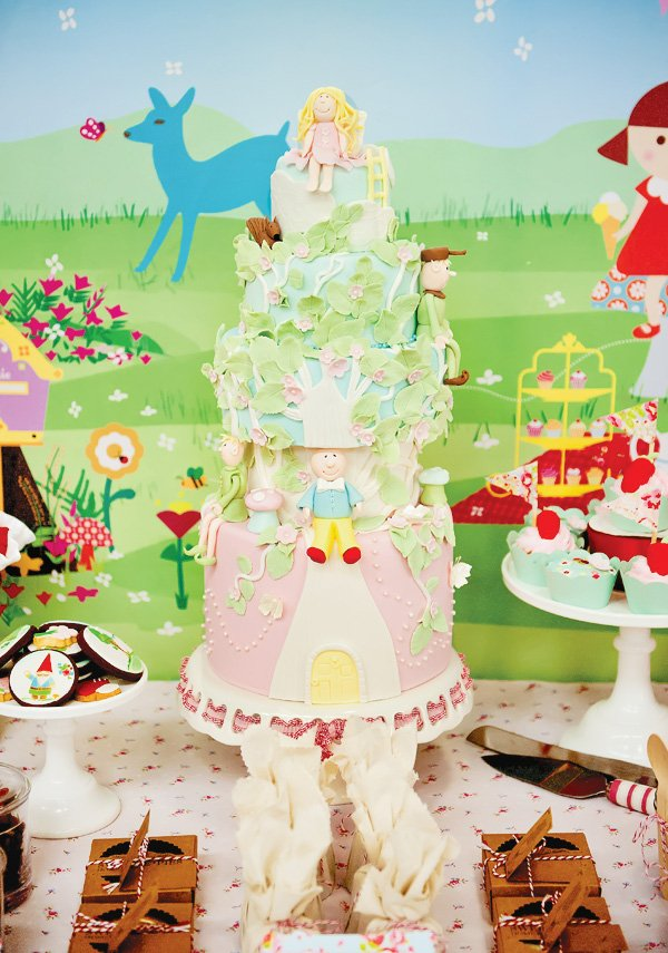 magic faraway tree party amazing detailed cake with silky the fairy on top