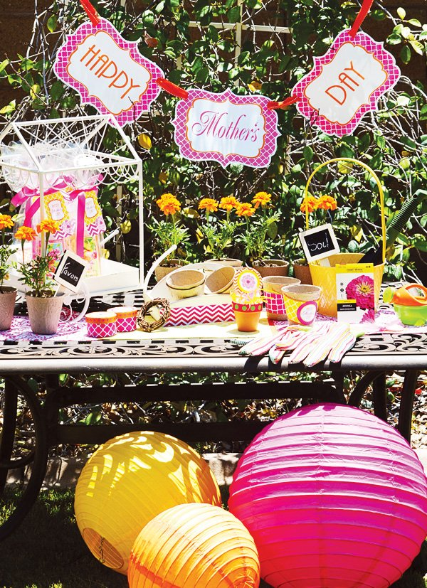 mother's day lunch activity station