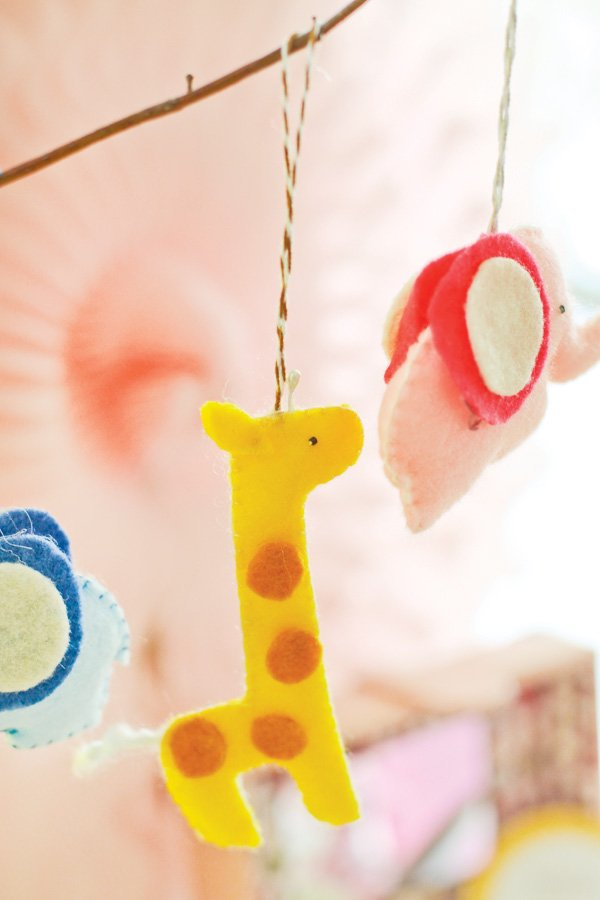 safari party felt animal tree