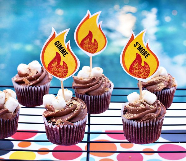 s'mores cupcake with free printables