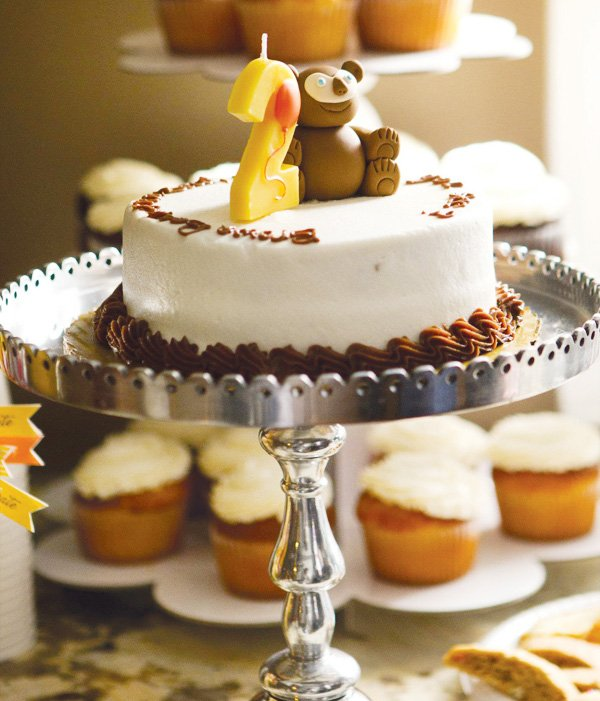Brown bear fondant cake topper