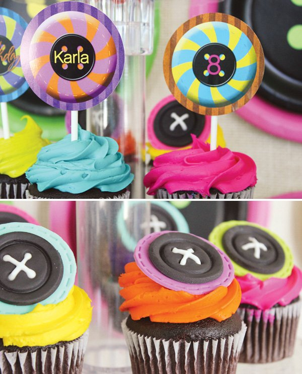 cupcakes with fondant button toppers