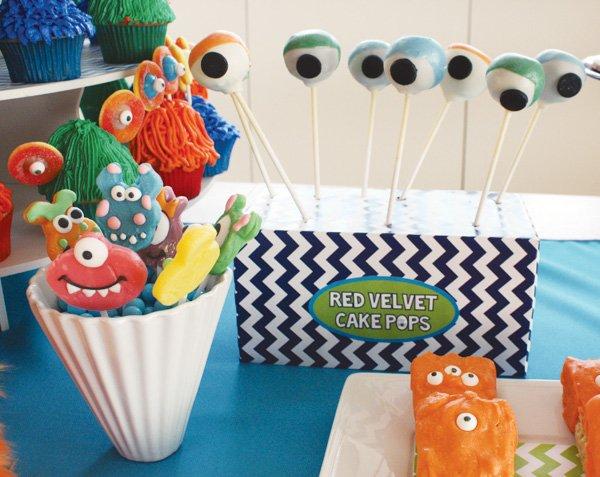 monster eyeball cake pops