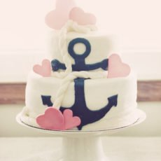 Anchor and heart cake