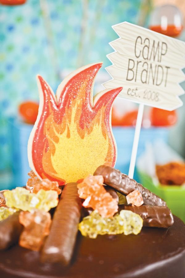 campfire cake with cookie flames