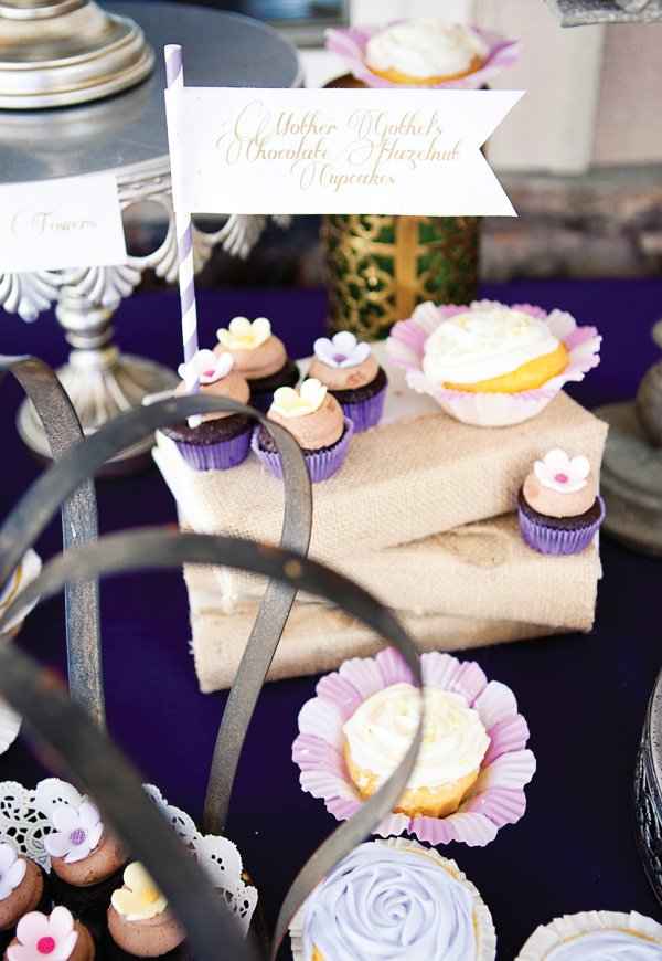 tangled party cupcakes