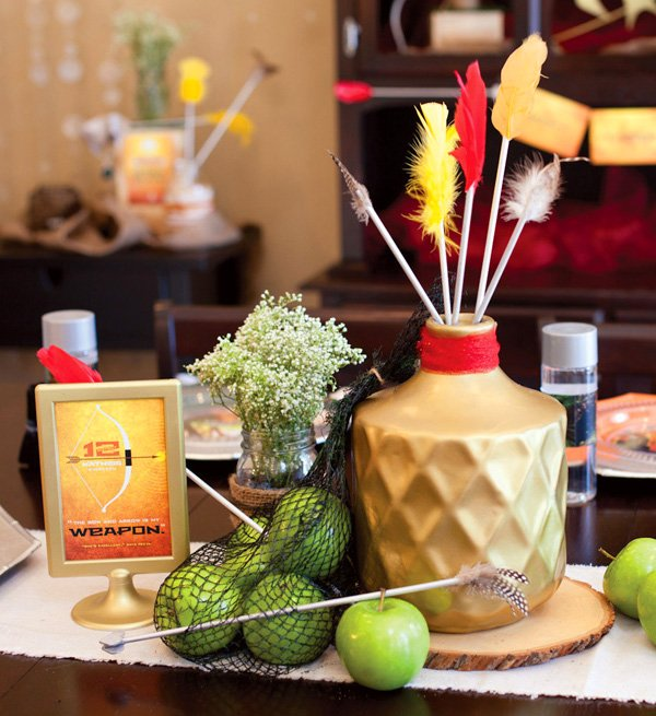 hunger games centerpiece idea - bow and arrows + printable