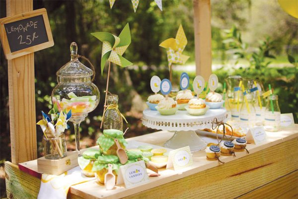 lemonade stand dessert table