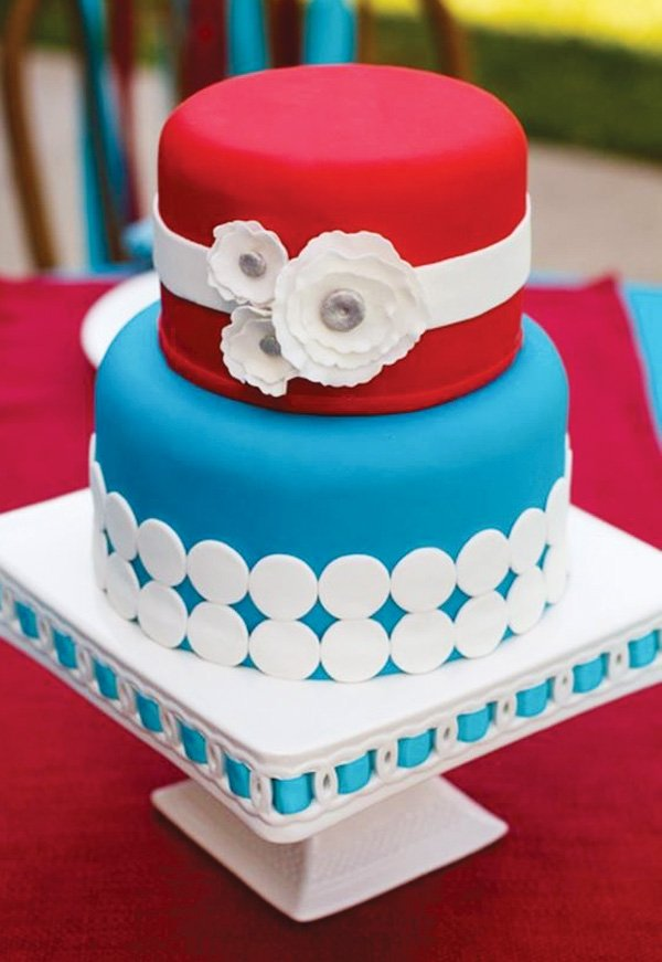 retro red wedding cake