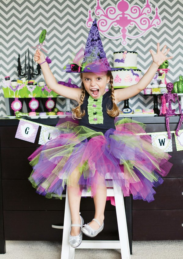 modern pink halloween party ideas