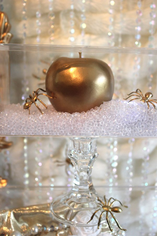 golden apples and gold spiders