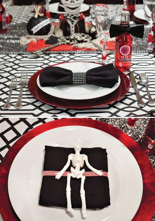 haunted carnival halloween party place settings - skeleton napkins
