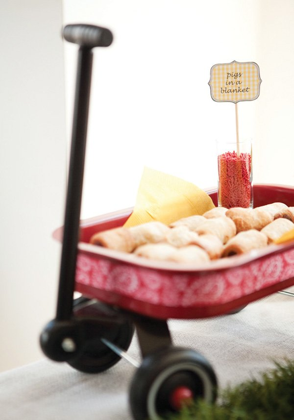 red wagon table decoration