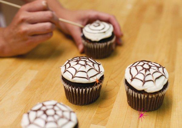 spider web cupcake tutorial