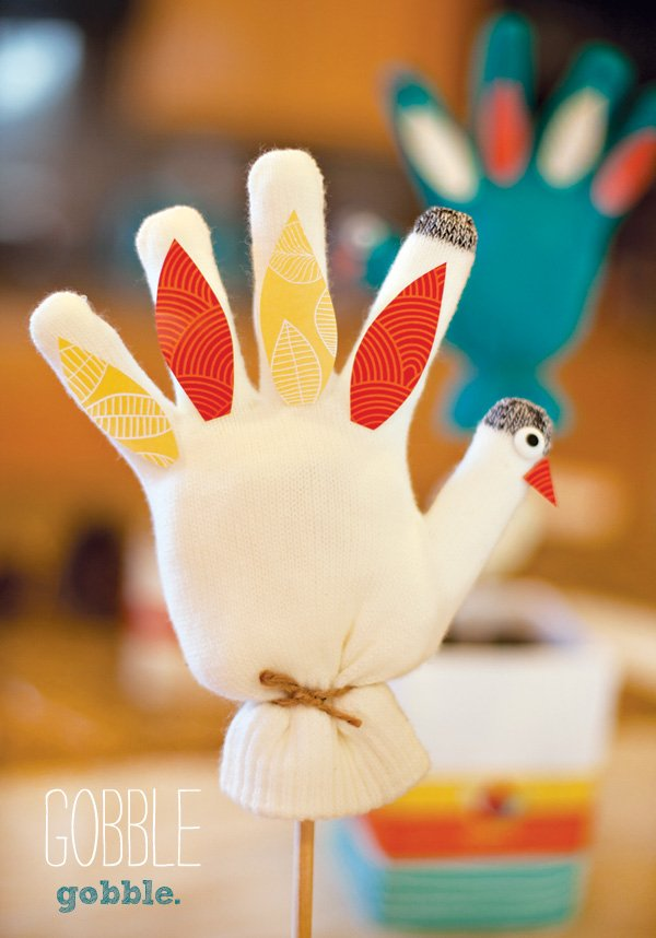 mitten turkey craft - kids farm party or Thanksgiving