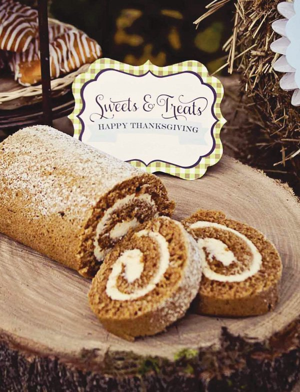 thanksgiving pumpkin roll