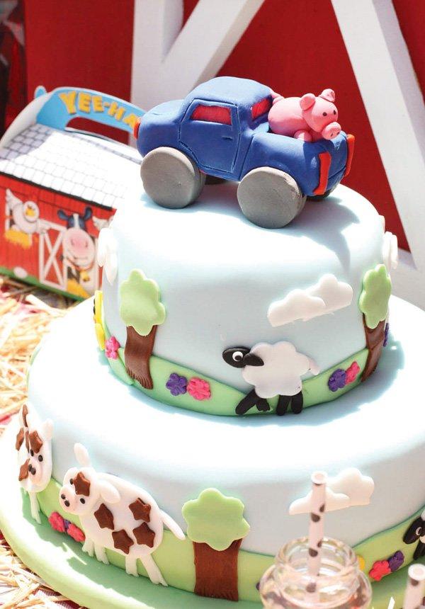 barn fondant cake