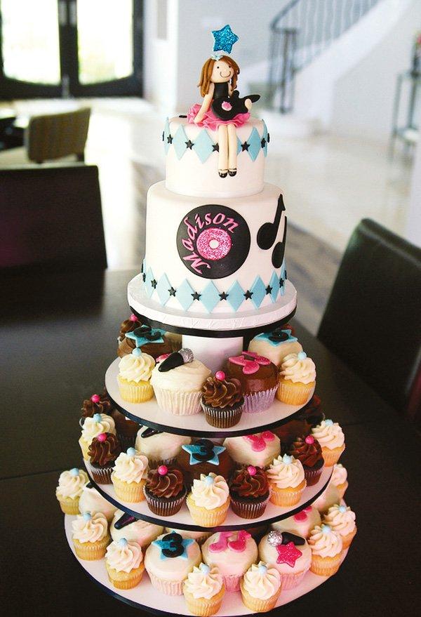 record cupcake cake