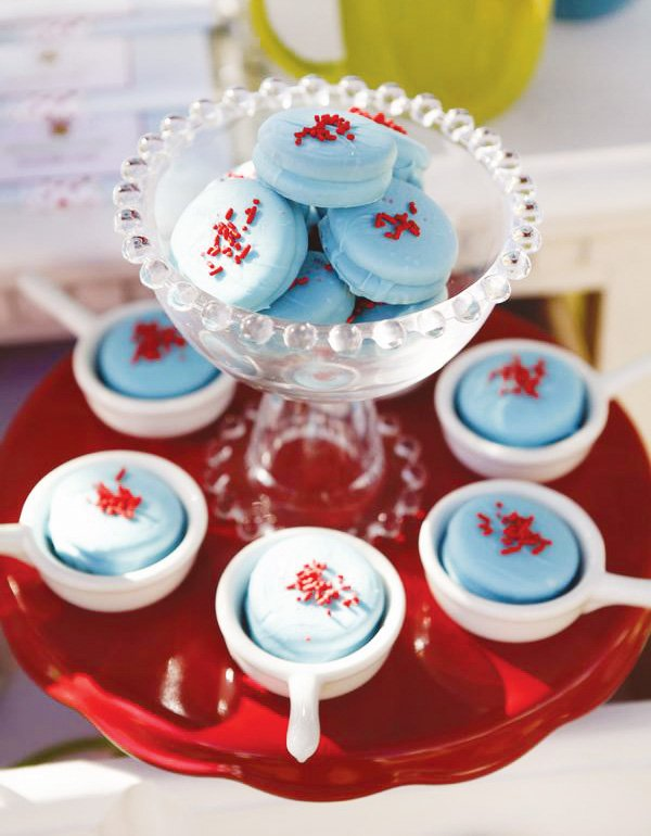 powder blue macarons