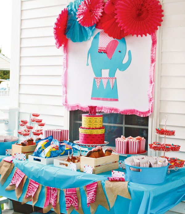 circus dessert table