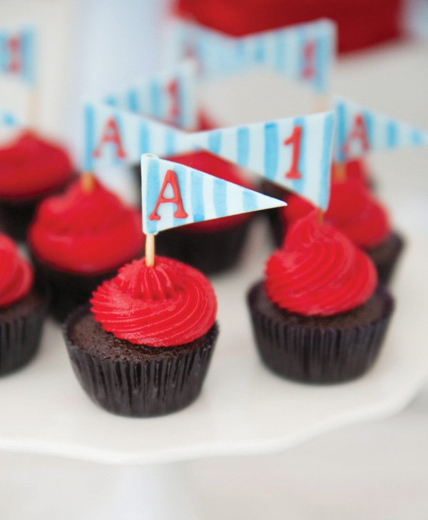 blue and red cupcakes