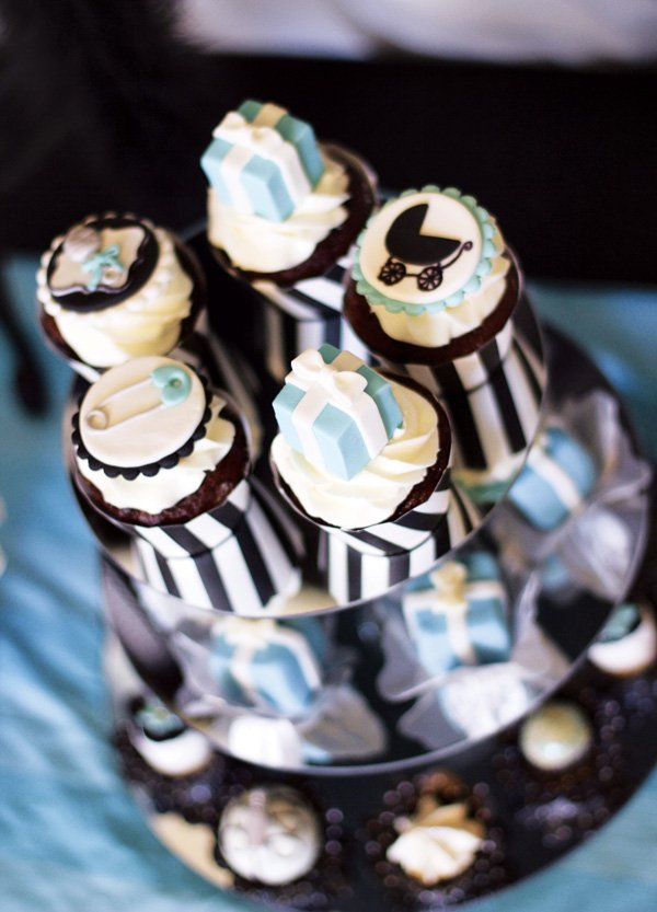 Breakfast at Tiffany's inspired baby shower cupcakes