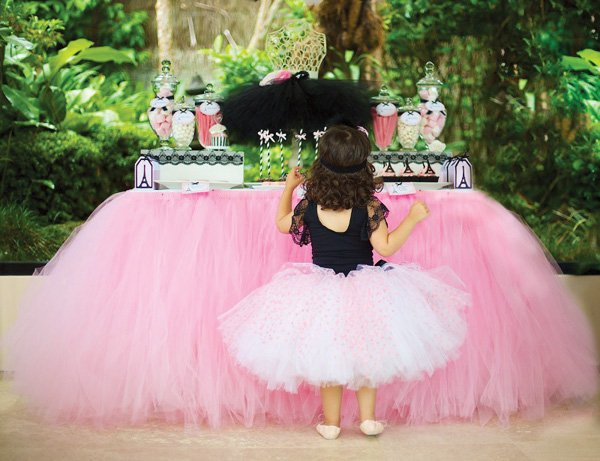 pink tulle dessert table